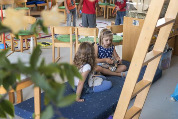 Schwyzer Kinder sollen künftig länger im Kindergarten bleiben dürfen.
