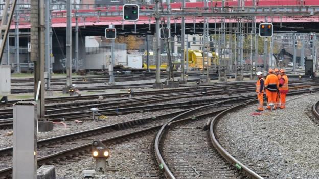 Gleise bei der Einfahrt in den Bahnhof Luzern