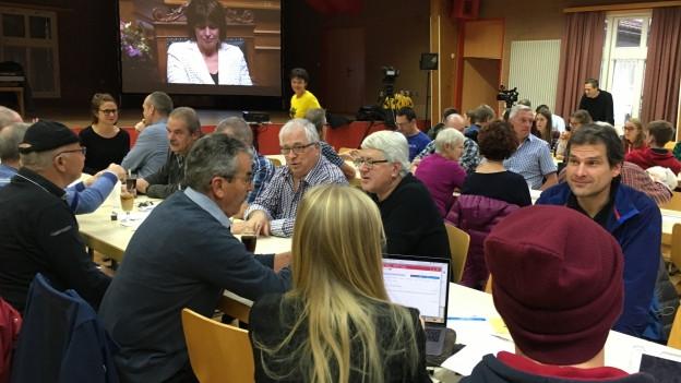 Public Viewing Bundesratswahl in Erstfeld