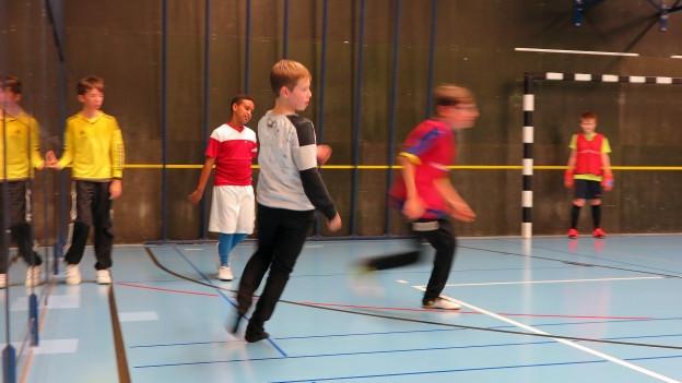 Behinderte Kinder an einem Fussballtraining des FC Kickers Luzern.