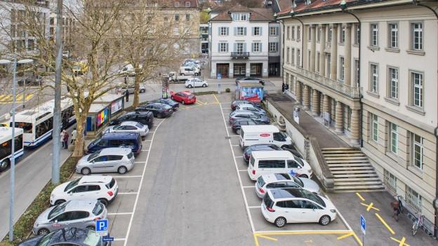 Die Parkplätze auf dem Postplatz sind heftig umstritten.