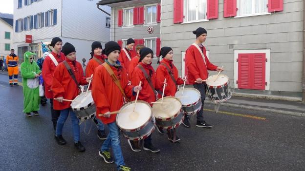 Am Güdisdienstag sind in Steinen im Kanton Schwyz die Kinder am Zug.