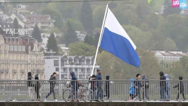 Die Flagge des Kantons Luzerns.