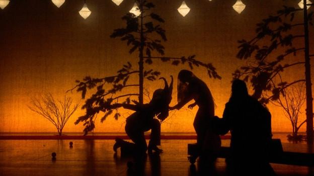 """Premierenkritik zu """"Alkestis"""": Eindrücklich und befremdend zugleich"""