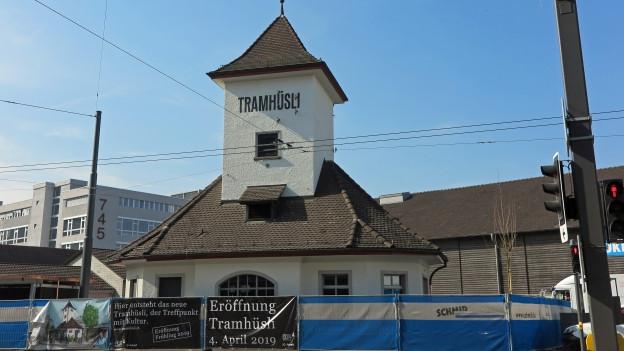 Das alte Tramhüsli in Emmbrücke wurde zum Kulturtreffpunkt und Gastrobetrieb umfunktioniert.