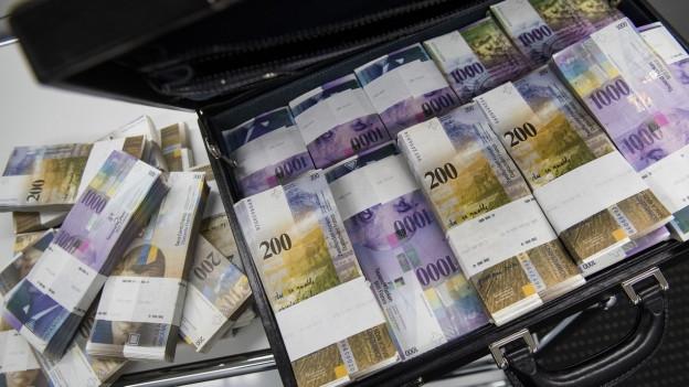 Banknoten im Koffer