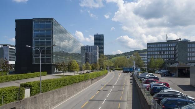 Hochhäuser in der Stadt Zug.