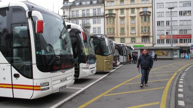 Cars beim Löwenplatz in Luzern