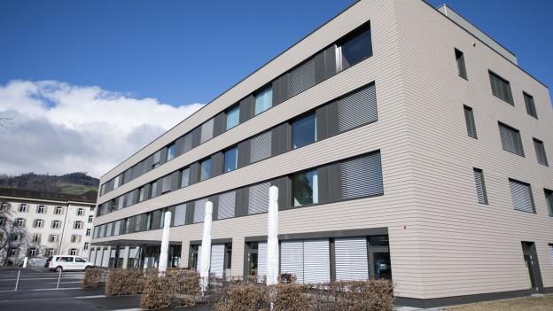 Obwaldner Kantonsrat besorgt wegen Mittelabfluss beim Spital.