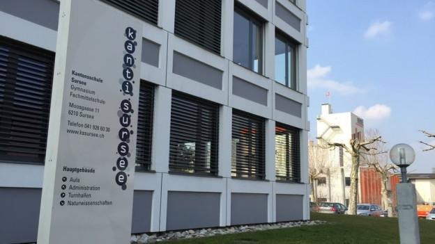 Eingang zur Kantonsschule