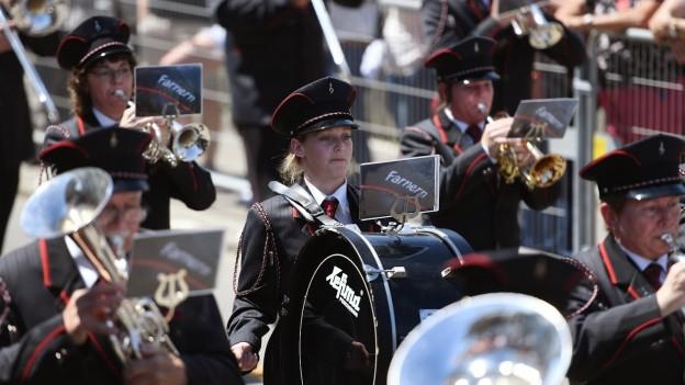 Eine Musikformation bei der Parademusik in Altishofen.