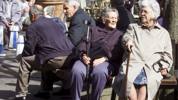 Alte Menschen werden im Quartier unterstützt.