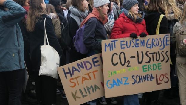 Der Einsatz fürs Klima führt bei der Maturareise zu Diskussiuonen.