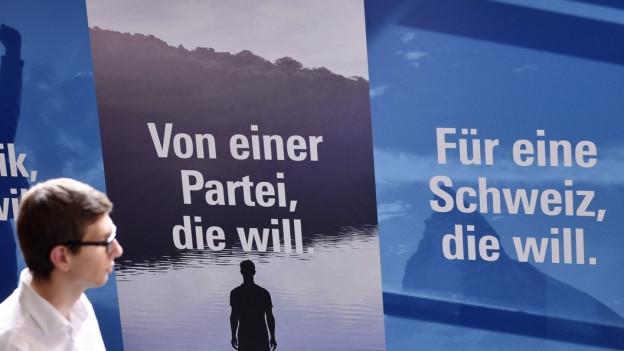 Plakate mit Wahlslogans der FDP