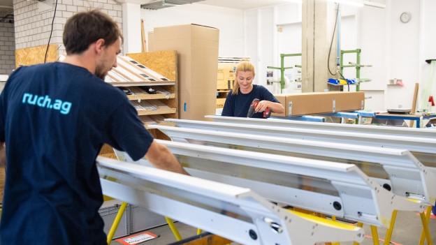 4700 Hightech-Gepäckablagen kann die Firma Ruch an Stadler Rail liefern.