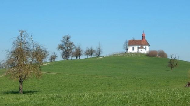 Hügel mit Kirche