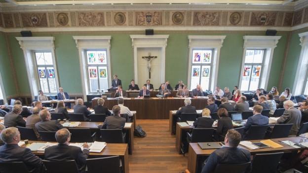 Blick in den Zuger Kantonsratssaal: Das Parlament beauftragt die Regierung, beim Bund vorstellig zu werden.