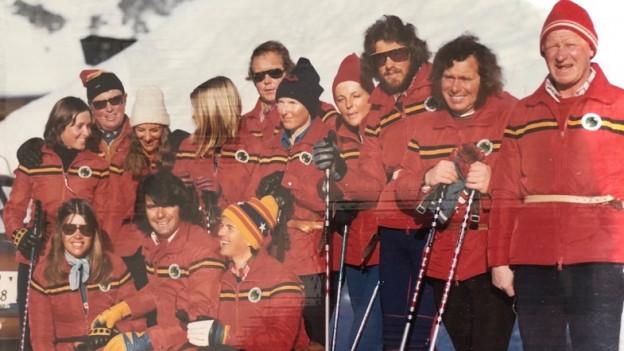 Das Team der Skilehrerinnen und Skilehrer in den späten 70er-Jahren.