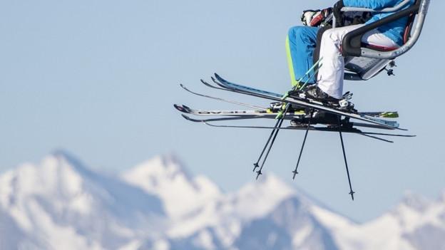 Sessellift in einem Skigebiet