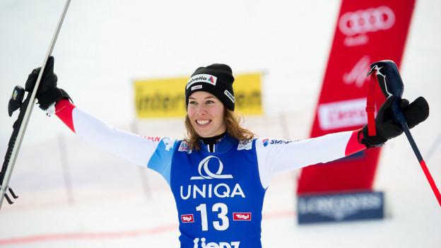 Skifahrerin beim Jubeln