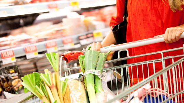 An Wochentagen und am Samstag soll etwas länger eingekauft werden können.