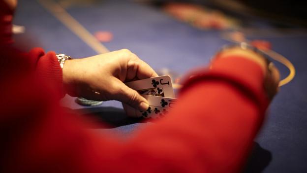 Pokerspiel (gestellte Szene)