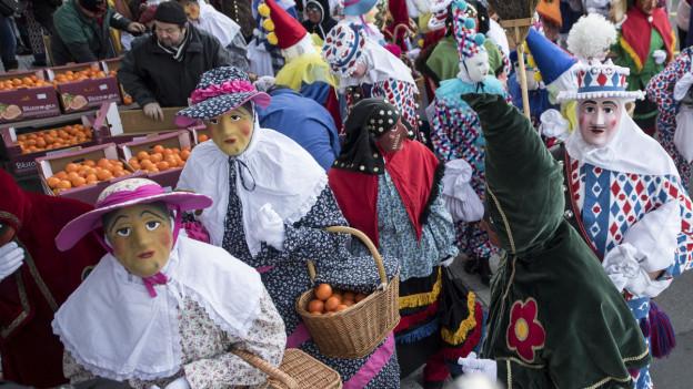 Die traditionellen Fasnachtsmasken am Schwyzer Güdelmontag.