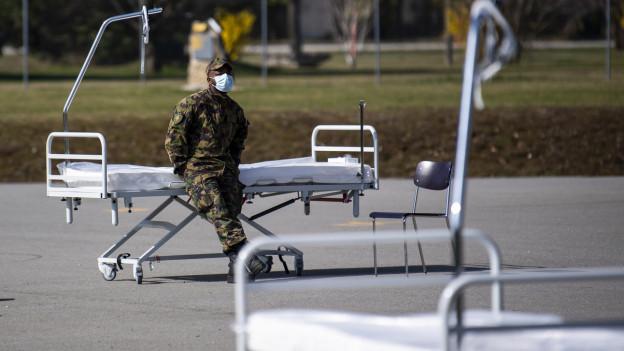 Soldat mit Atemschutzmaske