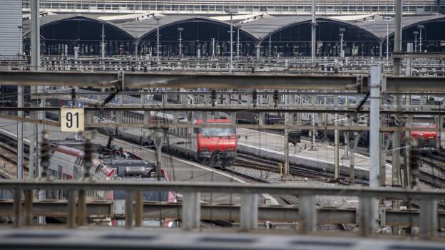 Züge im Bahnhof Luzern