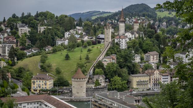 Blick auf Museggmauer der Stadt Luzern