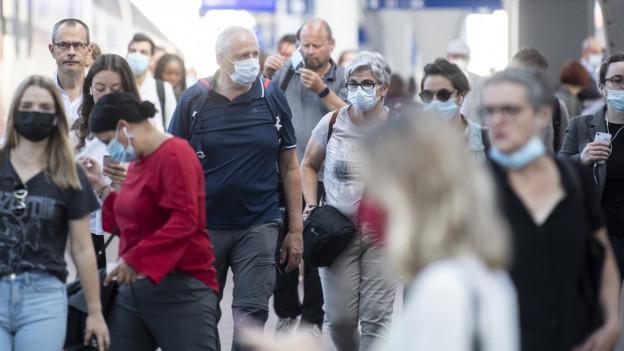 Die Maskenpflicht in den Zentralschweizer Geschäften kommt noch nicht.