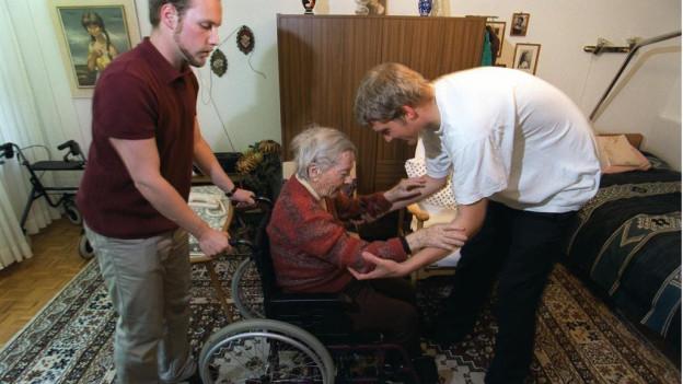 Die Pflege von betagten Angehörigen braucht Nerven und gute Vorbereitung.