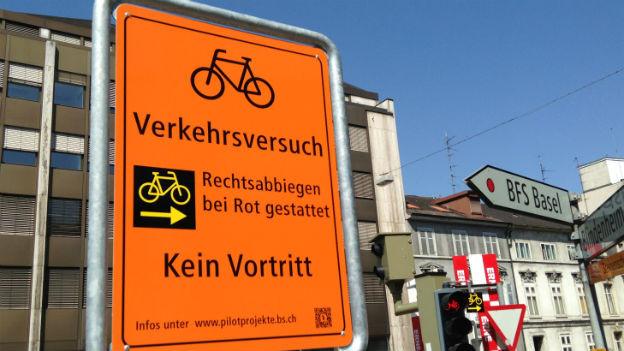 Neues für Velofahrer in Basel: Die Schilder für den Pilotversuch