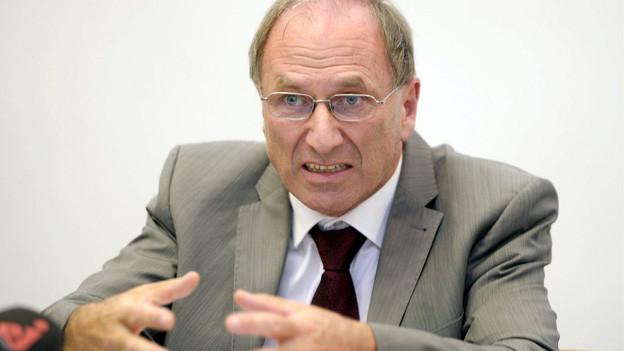 Der Zürcher Justizdirektor Martin Graf erklärt sich im Fall «Carlos»