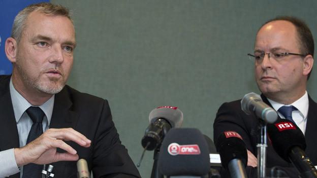 François Schmutz (links), Chef der Genfer Kriminalpolizei und Olivier Jornot, leitender Staatsanwalt.
