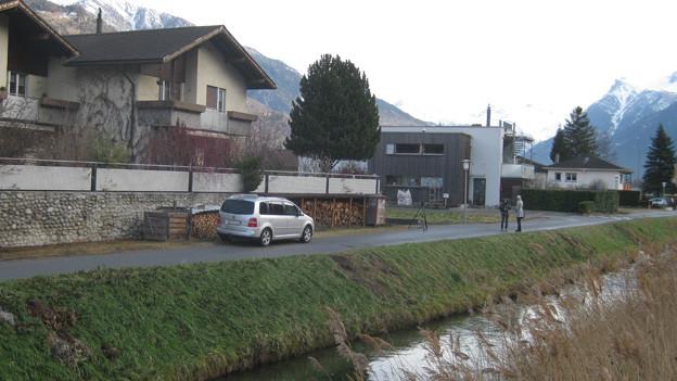 Das Gebiet an der Kanalstrasse in der Walliser Gemeinde Raron: hier hat's zu viel Quecksilber im Boden.