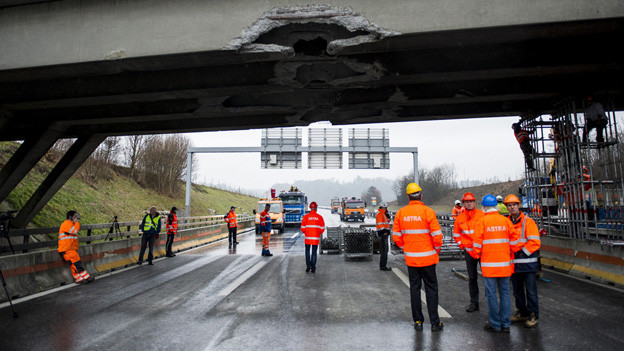 Die Schäden nach dem Bagger-Crash vom Montag