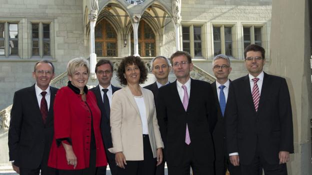 Die Berner Kantonsregierung stellt sich der Debatte um Nebeneinkünfte von Behördenmitgliedern