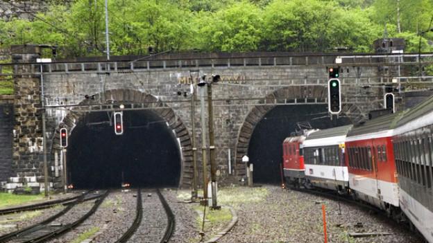 Welches Bahnunternehmen befördert ab 2016 die Passagiere durch den Gotthardtunnel.