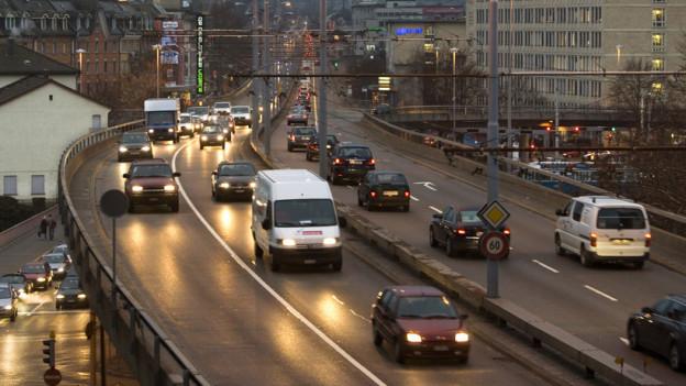 Stress im Zürcher Strassenverkehr? Der TCS und eine Garagist sponsern den ersten Verkehrs-Ombudsmann.