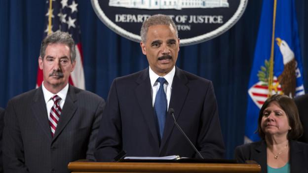 US-Justizminister Holder: was plant seine Behörde im Umgang mit der Zürcher und der Basler Kantonalbank?