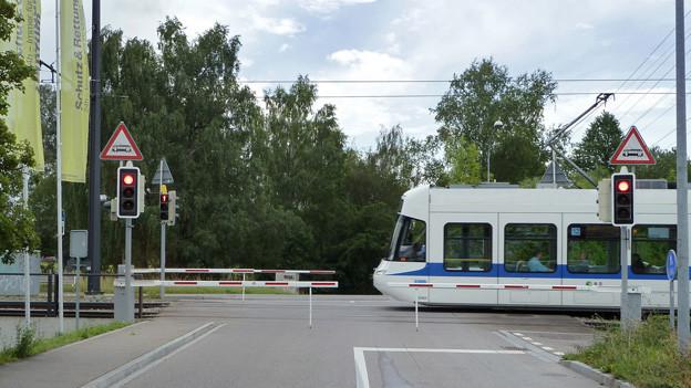 Barrieren sollen die Glattalbahn sicherer machen.