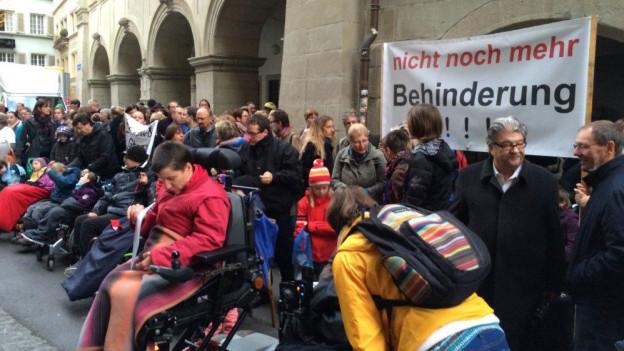Protestaktion vor dem Regierungsgebäude.