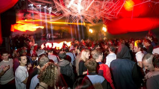 In Lausanne wird gerne gefestet und getanzt - Szene aus dem Club !D.