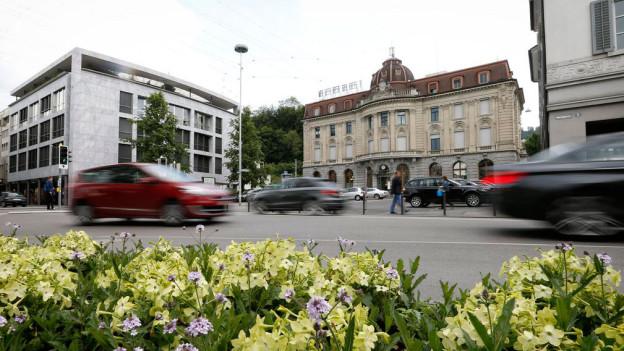 Verkehr beim Postplatz in Zug: Der neue Tunnel soll Entlastung bringen.