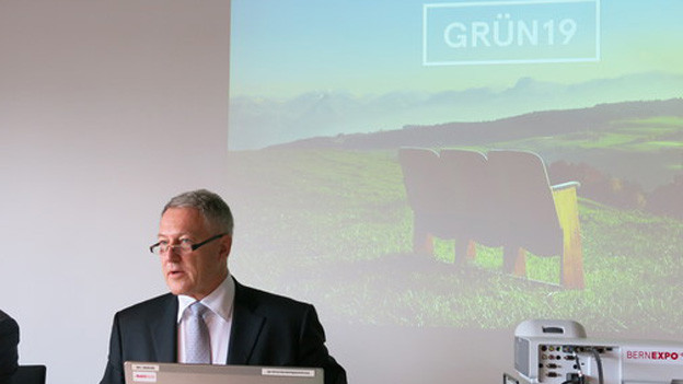 Urs Berger, der Präsident des Vereins «Grün'19», informiert über die Ausstellungs-Idee.