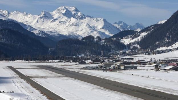 Der Flugplatz Samedan von oben.