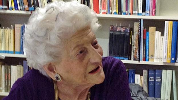 Porträt der 99-jährigen weisshaarigen Elly Koch.