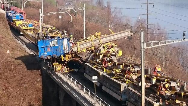 Beim Unfall an der Rigiflanke kollidierten zwei Bauzüge.