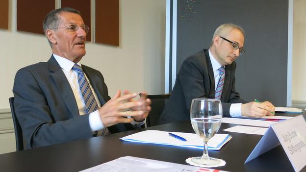 Jürg Bucher (links) und und der Berner Regierungsrat Bernhard Pulver.